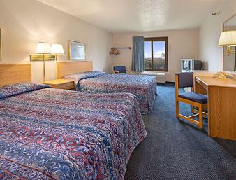 Norwood Inn & Suites Guest Room Roseville, MN